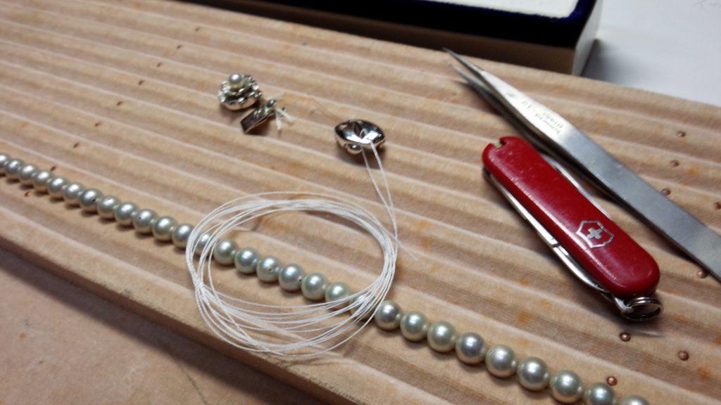 真珠ネックレス糸交換